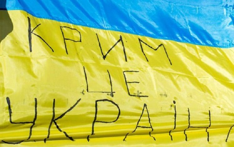 A Ukrainian flag with an inscription saying