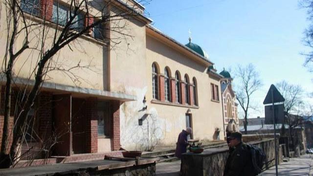РКЦ выселили из здания через суд / Варианты