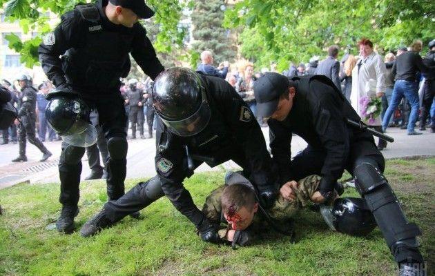 9 травня у Дніпрі сталися сутички / фото УНІАН