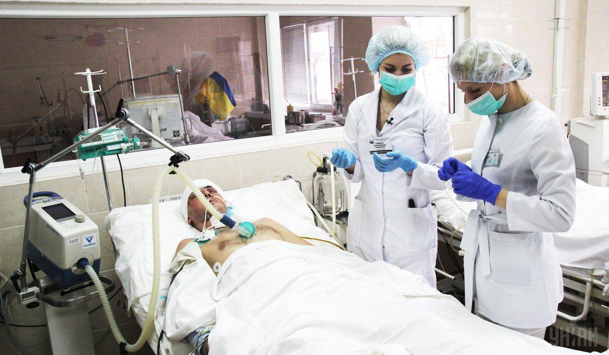 У Дніпрі в лікарні помер український військовий / фото УНІАН