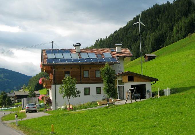 1300 семей фактически полностью обеспечивают свои потребности в электроэнергии благодаря энергии солнца / фото saee.gov.ua