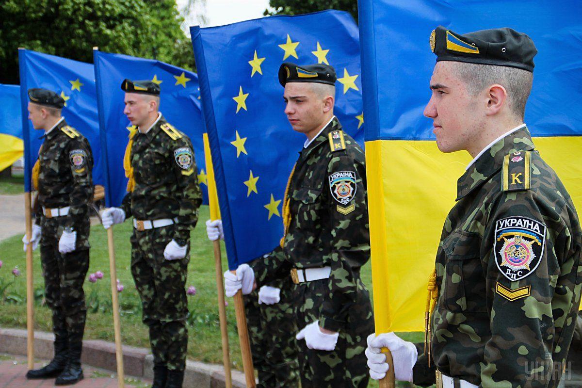 Текущий законопроект – очередной шаг властей на пути к членству в ЕС и НАТО / фото УНИАН