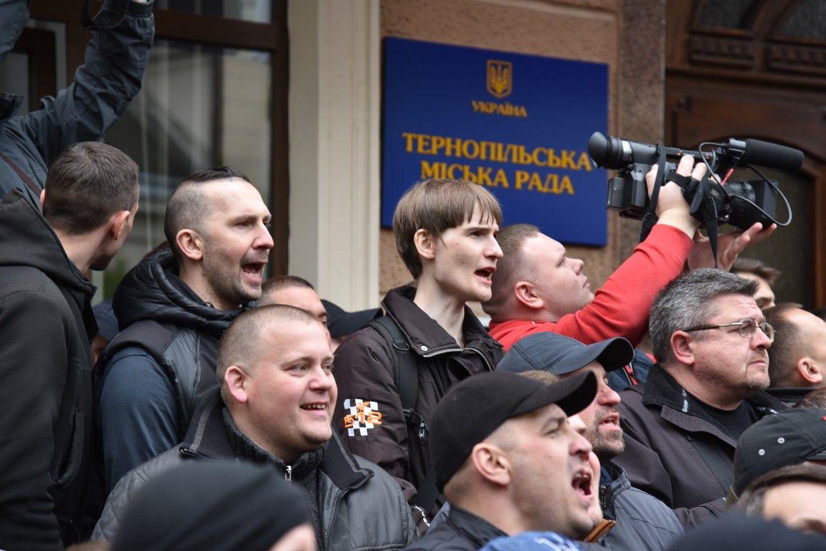 У Тернополі перенесли сесію міськради через протести / фото УНІАН