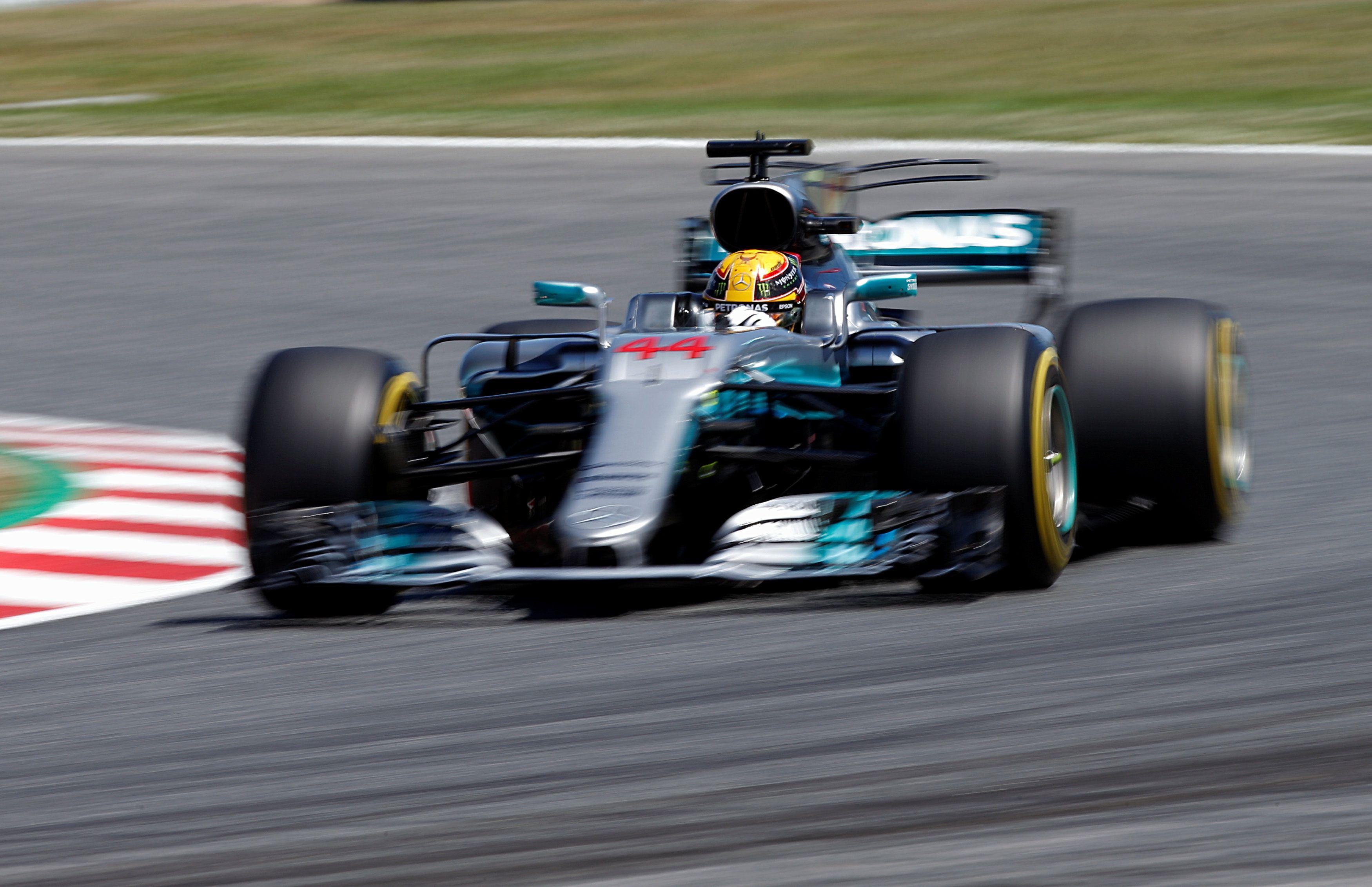 Хэмилтон выиграл квалификацию гонки в Испании / Reuters