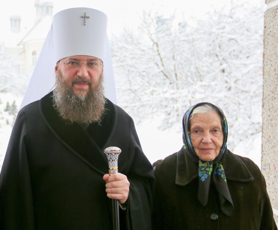 Фото: Митрополит Антоній зі своєю мамою Параскевою Василівною.