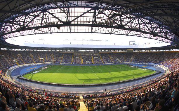 На 38-тысячном стадионе