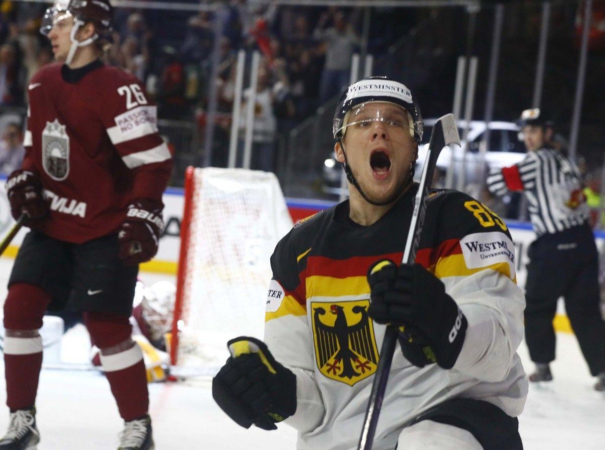 Збірна Німеччини по буллітам обіграла латвійців / Reuters