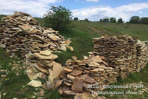 Чоловіки незаконно видобували камінь / Нацполіція Тернопільскої області