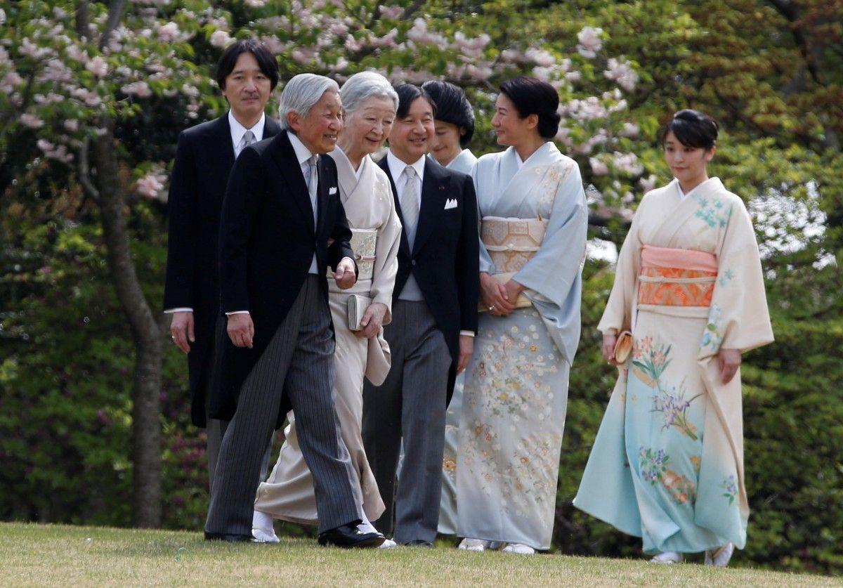 Император Акихито с супругой Митико, принцы Нарухито и Акисино, принцессы Масако, Кико и Мако / REUTERS