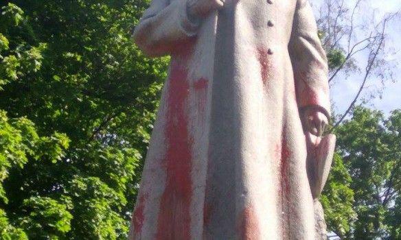 Памятник находится в Мариинском парке неподалеку от здания Верховной Рады / Фото 112.ua