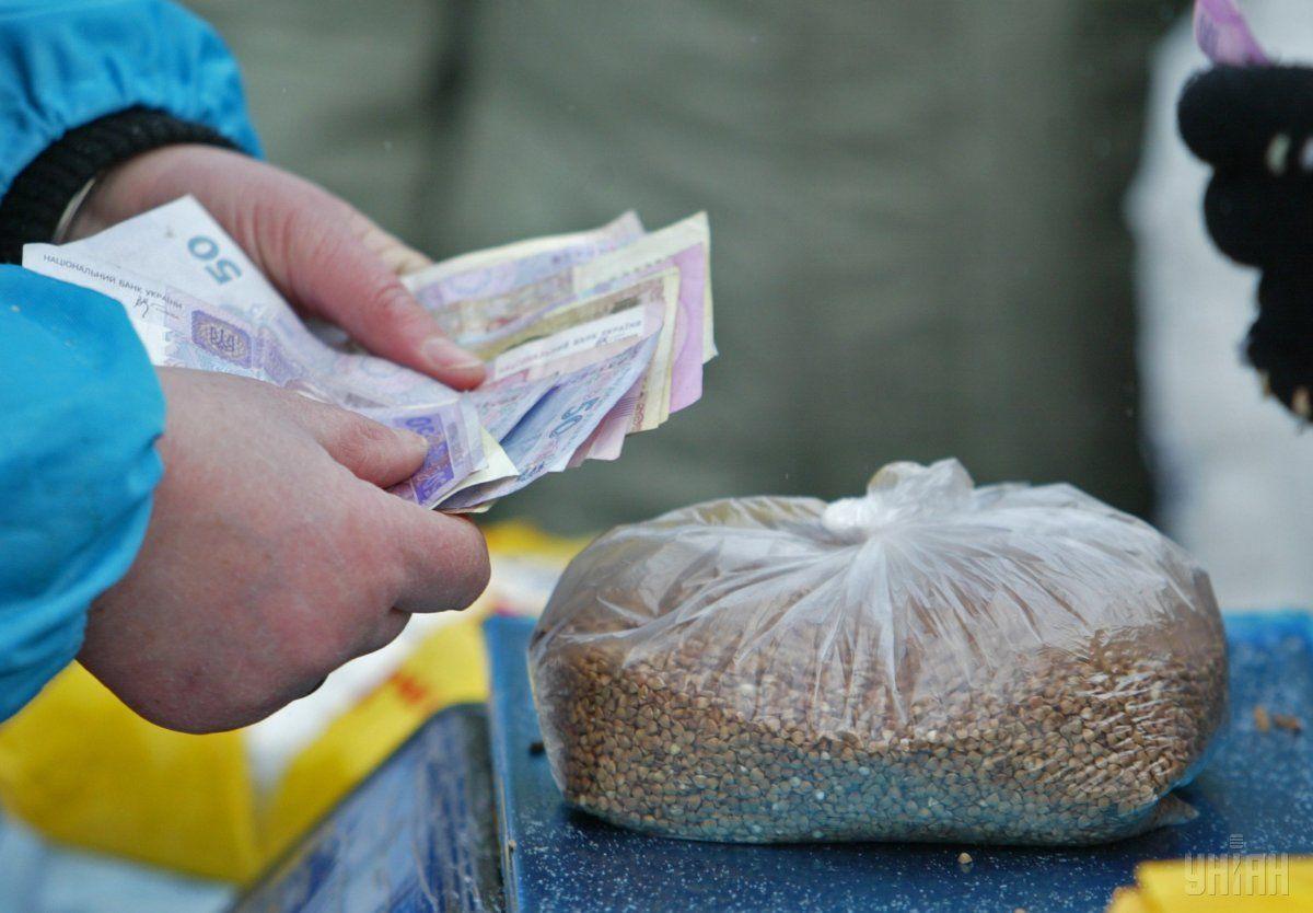 Раздача любых продуктовых наборов будет считаться подкупом, если будет принят соответствующий законопроект / фото УНИАН
