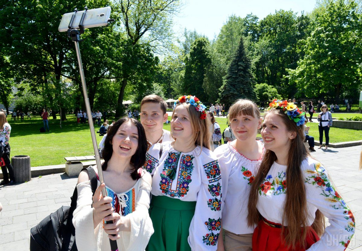 Сьогодні українці відзначають День вишиванки / УНІАН