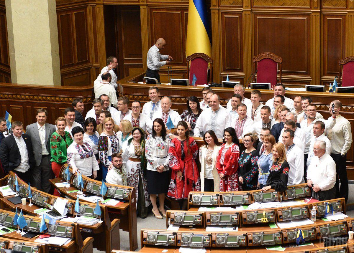Як в Україні відзначали День вишиванки (фоторепортаж 40a4815bce011