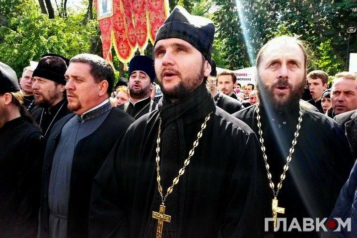 Отця помітили журналісти / фото glavcom.ua