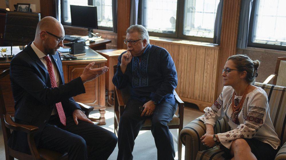 Арсений Яценюк во время визита в Канаду / Фото nfront.org.ua