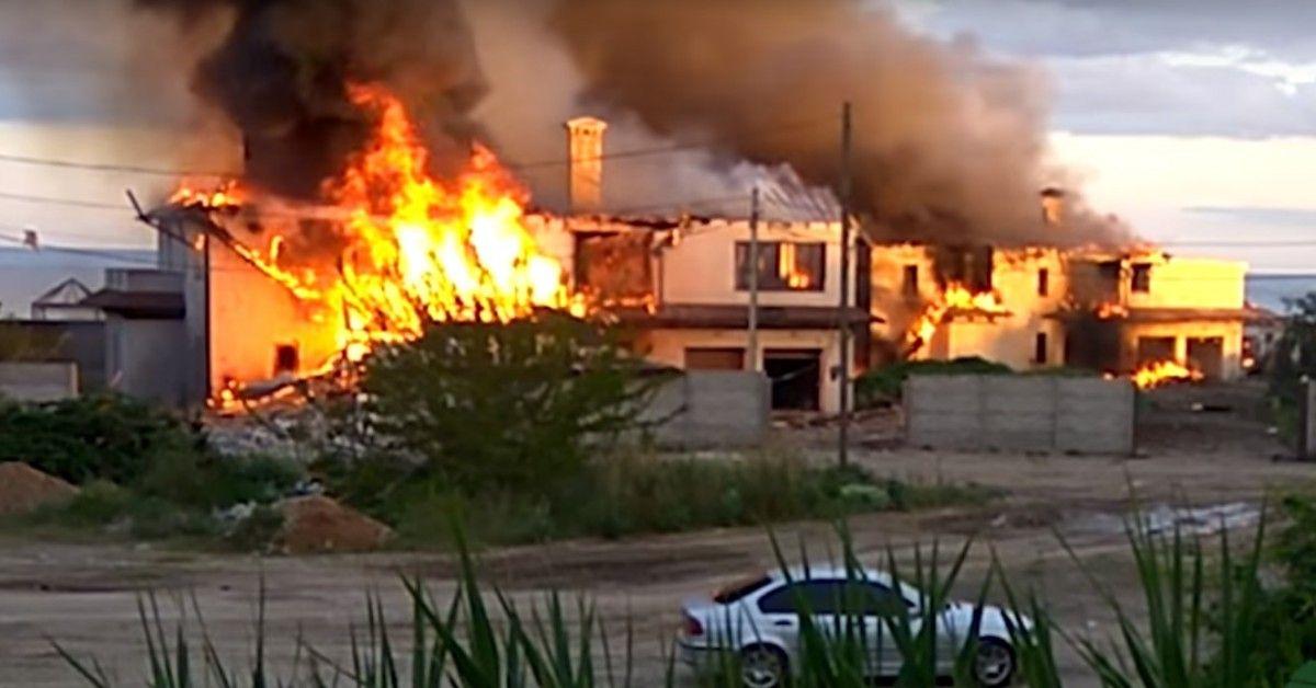 Кілька будинків у Бердянскому згоріли / скріншот