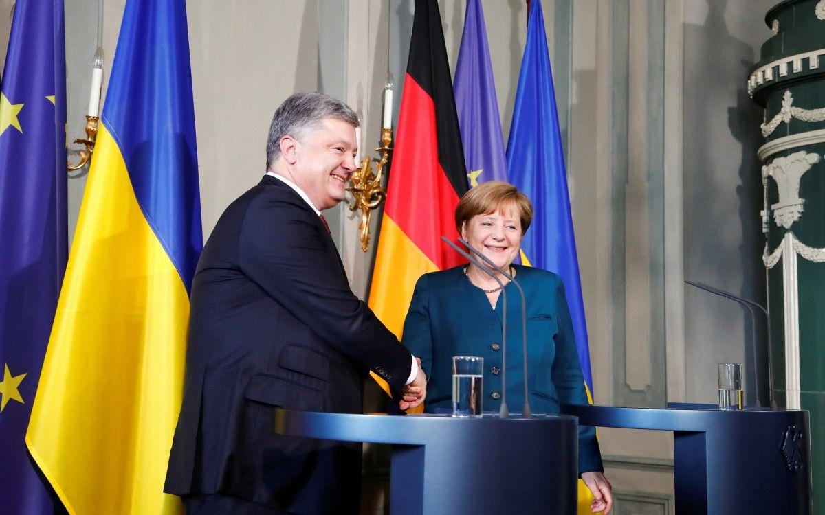 Меркель: перемир'я на Донбасі немає,
