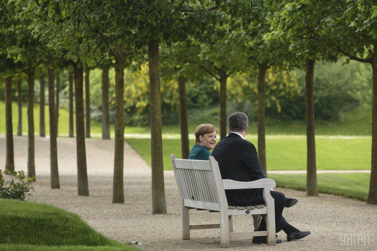 Переговори Порошенка та Меркель тривали понад 2,5 години