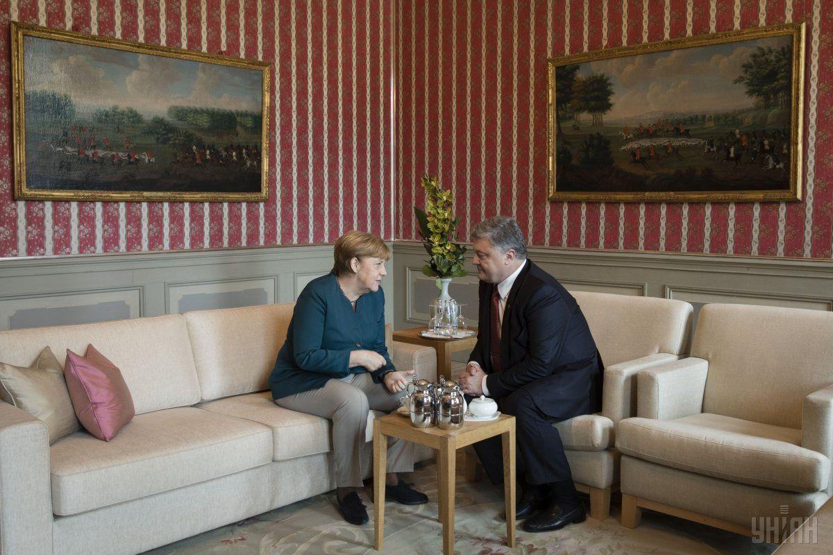 Порошенко на встрече с Меркель обсудил Минские договоренности / фото УНИАН