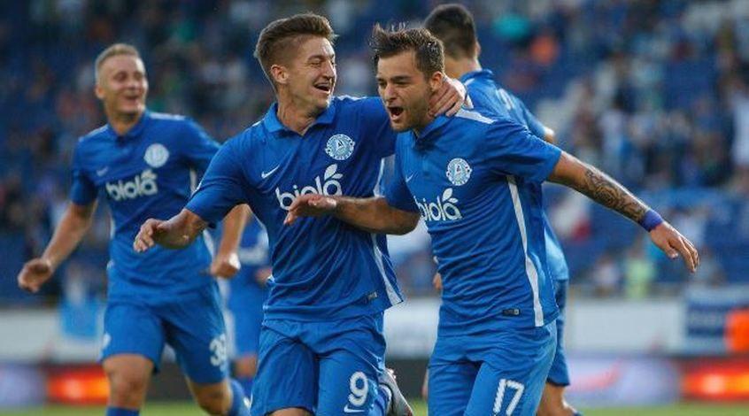 Денис Баланюк (справа) принес победу
