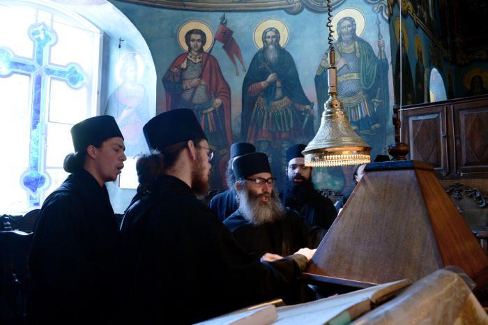 Левый клирос в храме св. Пантелеимона, Пантелеимонов мон.
