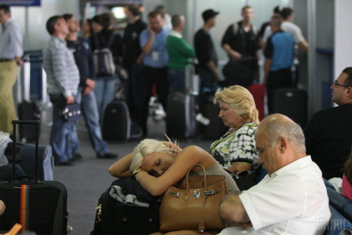 Во Львове туристы более суток ожидают рейса вБарселону/ фото УНИАН