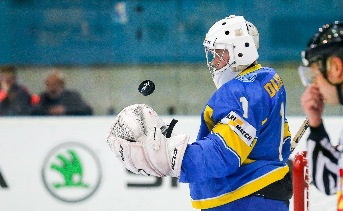 Вратарь сборной Украины Богдан Дьяченко / IIHF