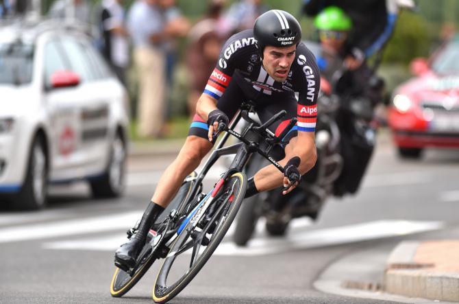 Том Дюмолин потерял почти все свое преимущество / Cycling News