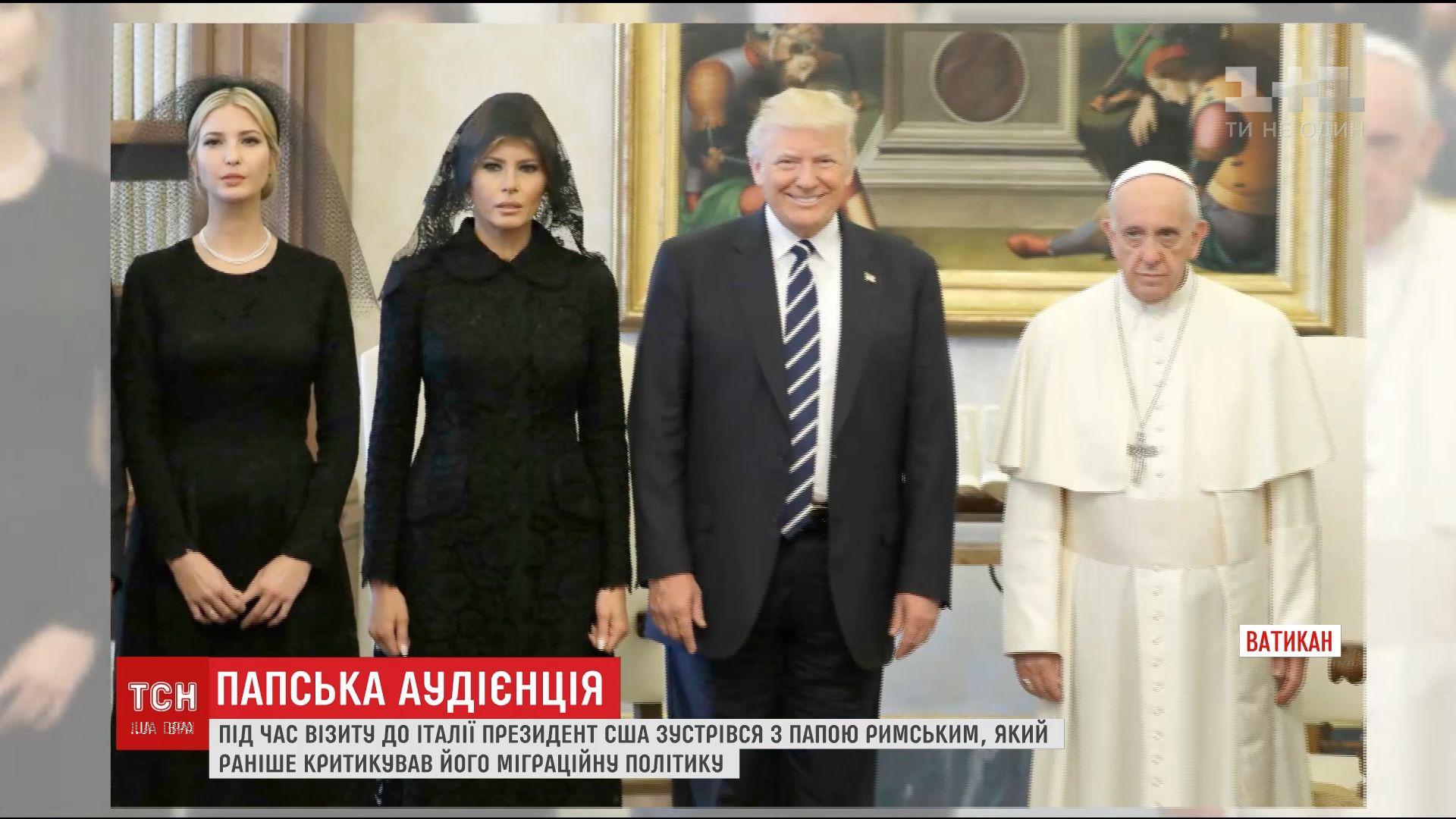 """""""Стільці, підлога, стіни. Кінець. Вимітайтесь"""": мережу підірвало фото похмурого Папи Римського на прийомі подружжя Трампа"""