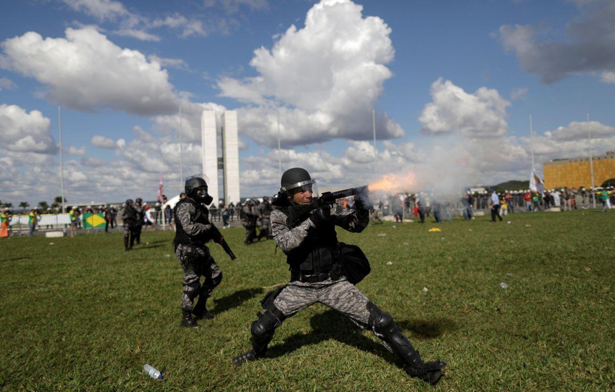 Протестувальники в Бразилії підпалили міністерство сільського господарства