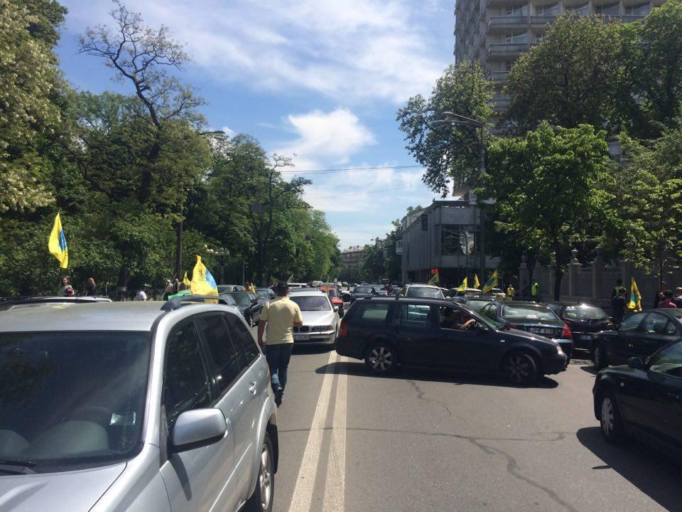 ВКиеве автовладельцы синостранной регистрацией перекрыли улицу Грушевского