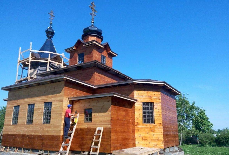 На Вінниччині в фундаменті церкви, яку реставрують, знайшли старовинну ікону
