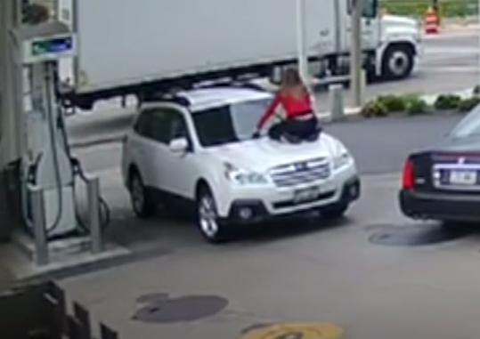 У США дівчина оригінально завадила грабіжникові викрасти свою машину