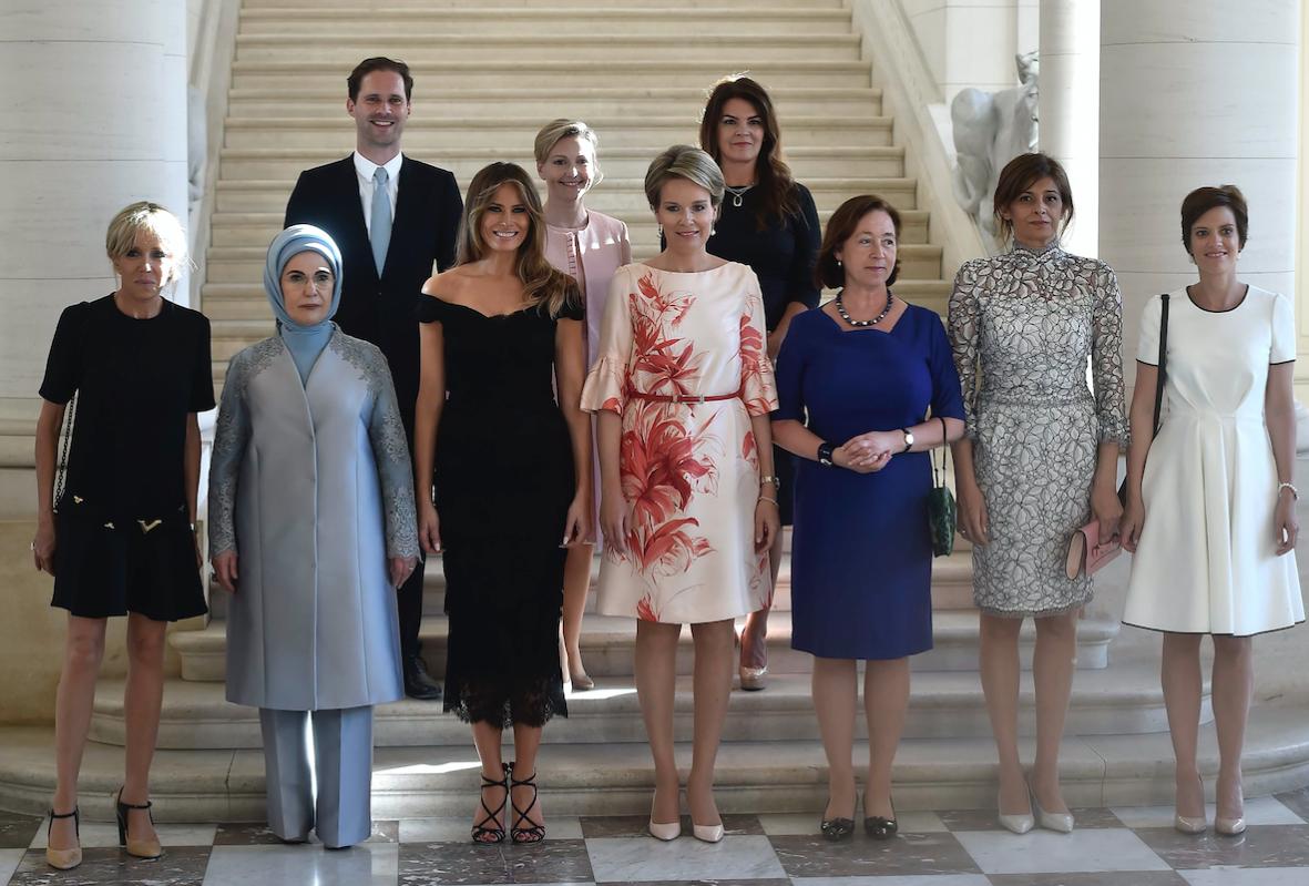 Супруг премьера-гомосексуалиста присоединился кжёнам лидеров Альянса— НАТО пугает ИГИЛ