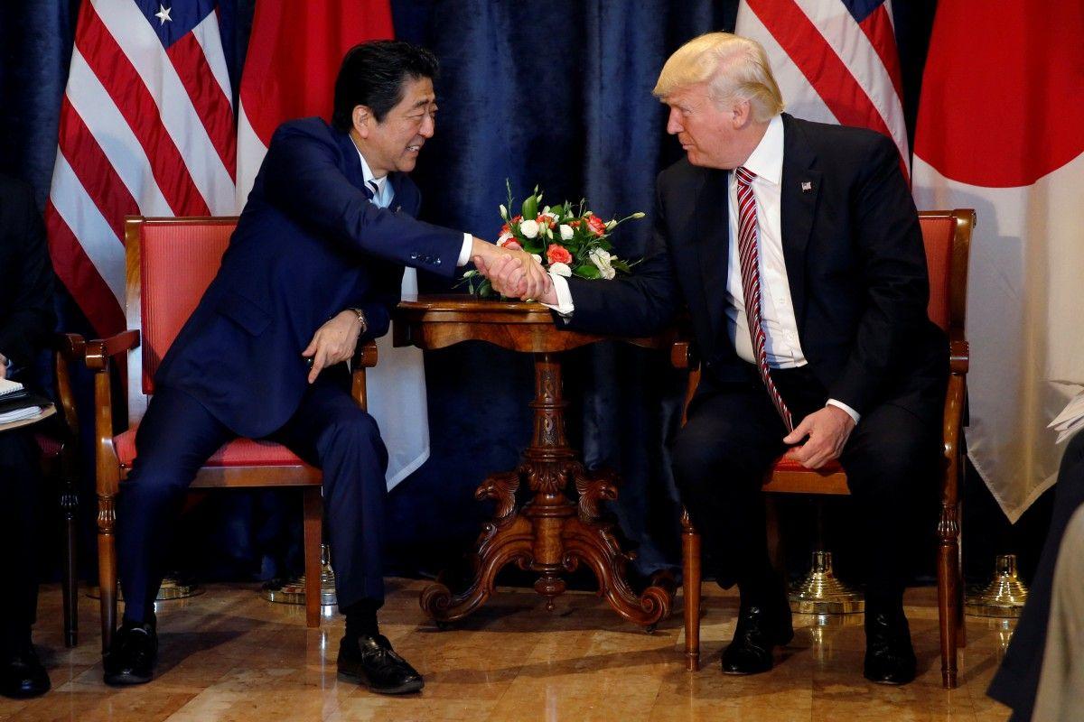 Дональд Трамп и Синдзо Абэ / Reuters