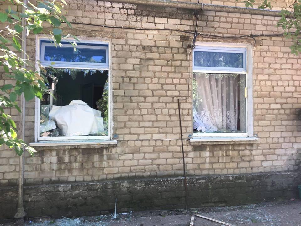 Зазнали пошкоджень 42 будівлі, в тому числі лікарня та школа / фото facebook.com/ato.news