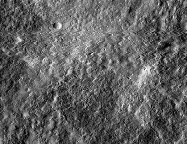 Орбитальный лунный аппарат NASA попал под метеоритный «обстрел»