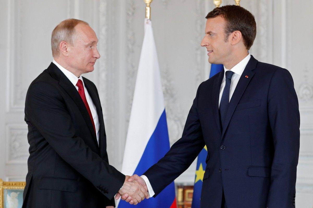 Владимир Путин и ЭммануэльМакрон/ REUTERS