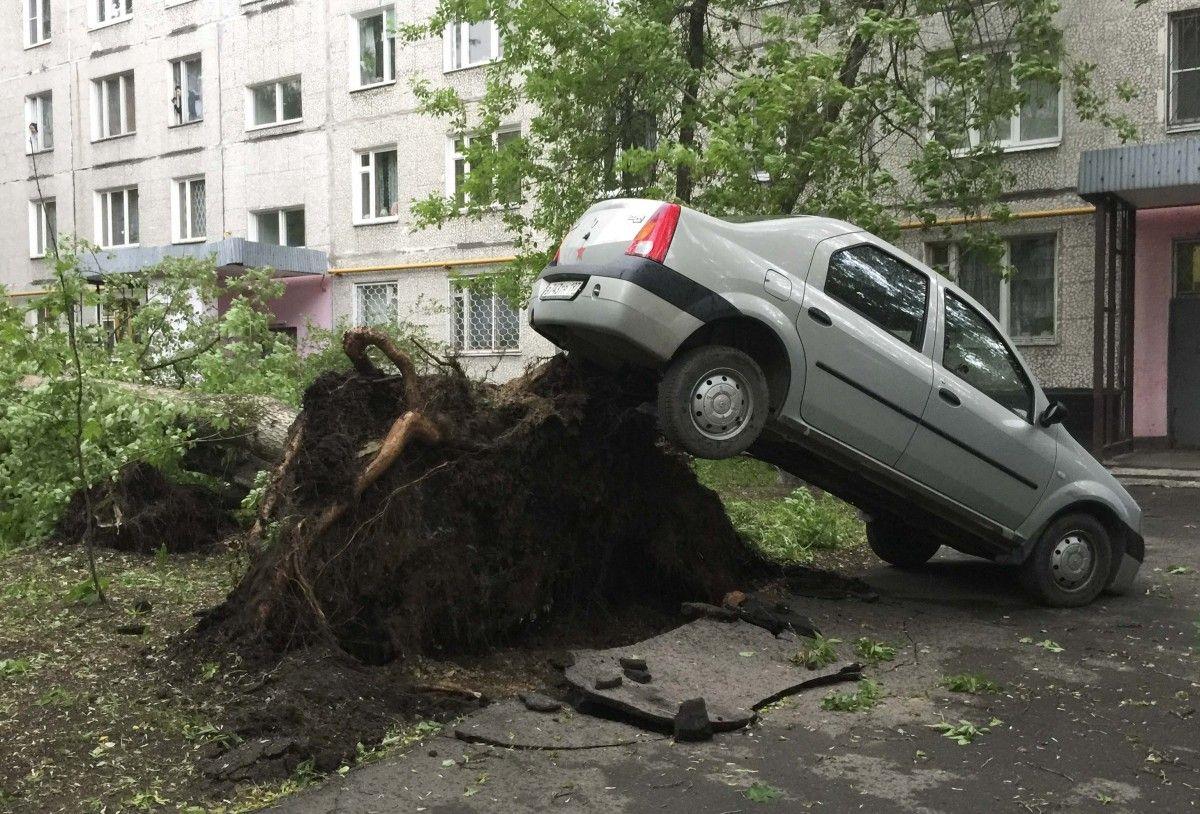Наслідки урагану в Москві / Reuters