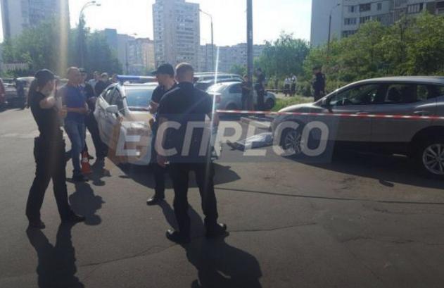 Правоохранители ввели план перехват по розыску автомобиля красного цвета / Фото