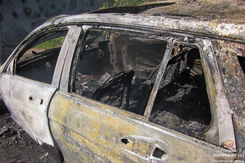 Автомобіль згорів на трасі