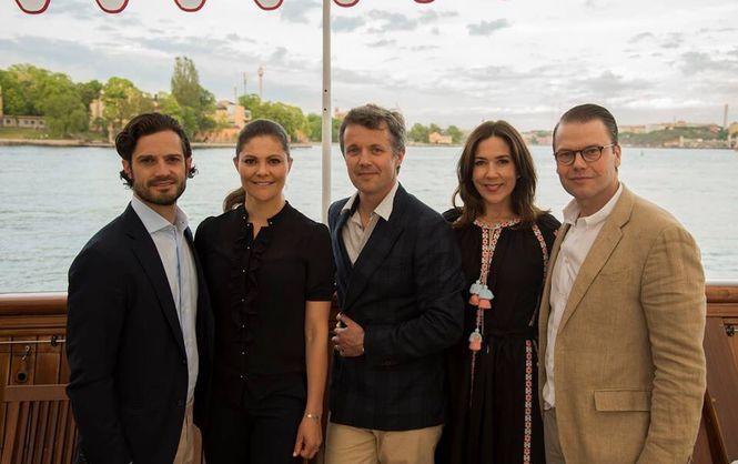 Знімки Марі в традиційному вбранні українців були зроблені під час зустрічі  з шведським принцом Даніелем і принцесою Вікторією ... 61876dde23e31