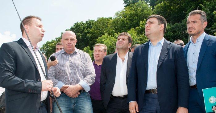 Прем'єр-міністр відзначив, що торік на ремонт доріг у Тернопільській області було виділено 200 мільйонів гривень / Фото прес-служби Тернопільської ОДА