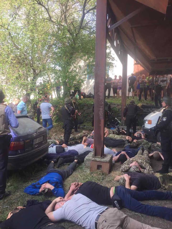 Правоохранители устанавливают личности задержанных / Facebook Сергей Князев