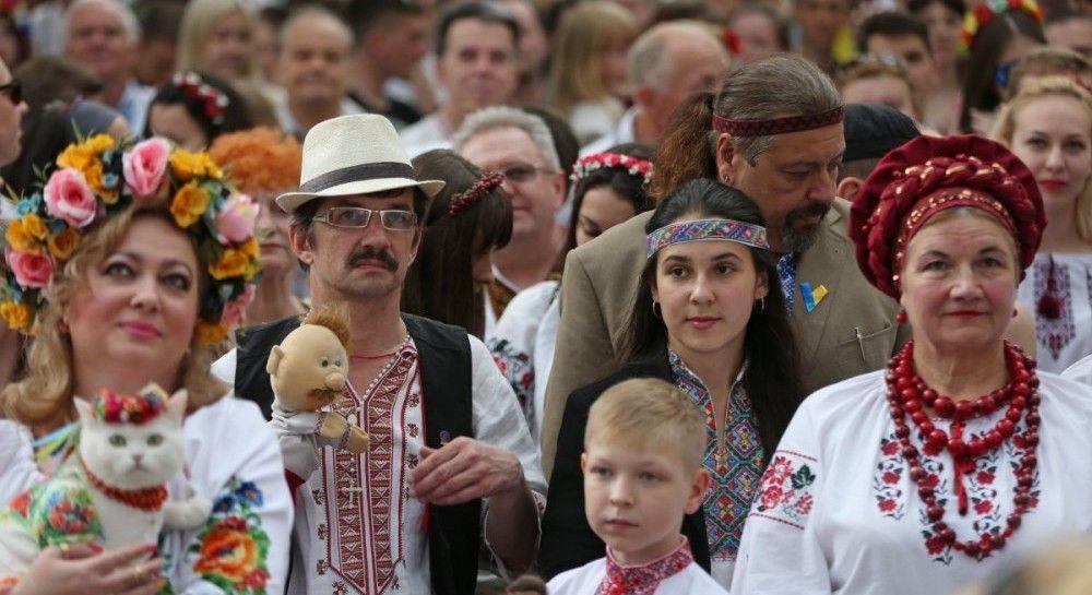 В Україні сьогодні відзначають День вишиванки (відео)  bdd49f1e1941e