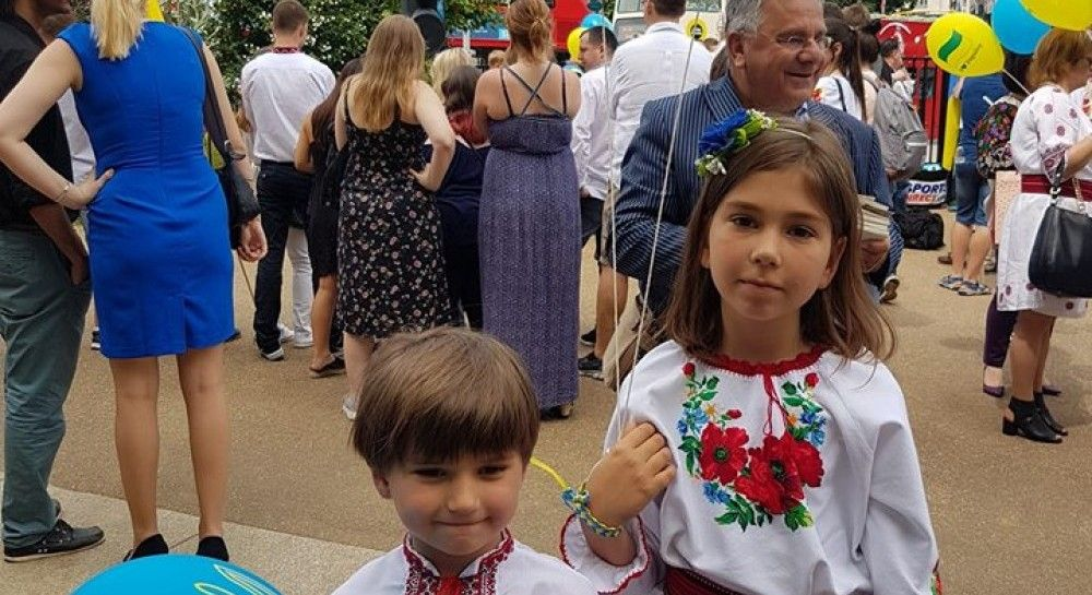 День вишиванки  як відзначають в Україні - привітання і заходи (відео)  de118a863eb4e