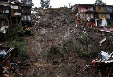 У результаті сходження зсуву в Індонезії загинули чотири людини
