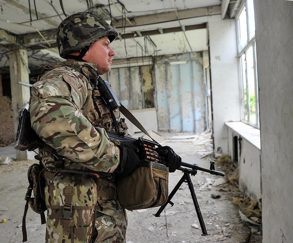 9 раз захватчики били из запрещенного Минскими соглашениями артиллерийского вооружения / фото facebook.com/oleksandr.turchynov