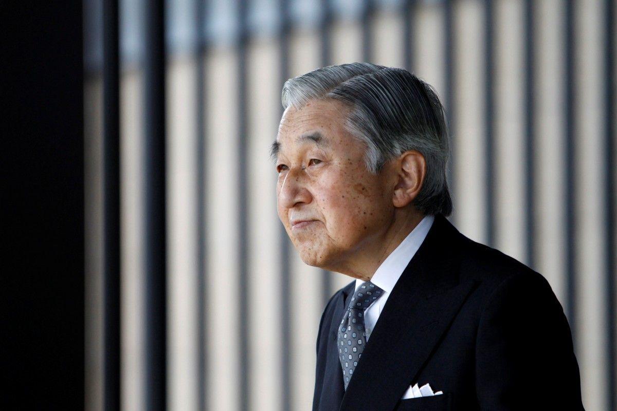 Японский парламент принял законодательный проект оботречении императора Акихито
