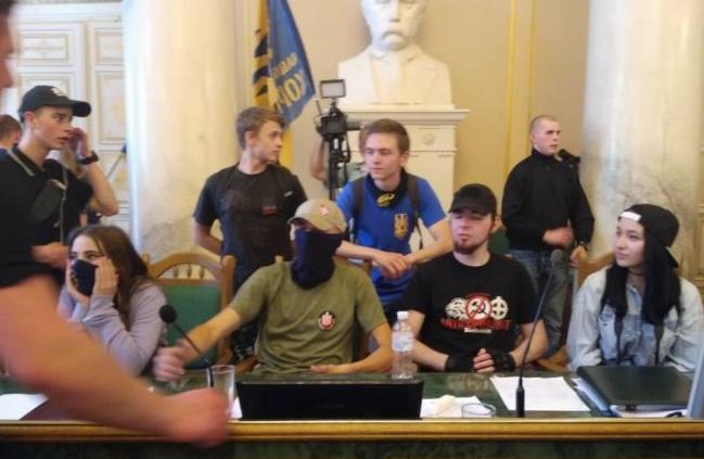 Активисты во Львовском облсовете / фото: ГалИнфо